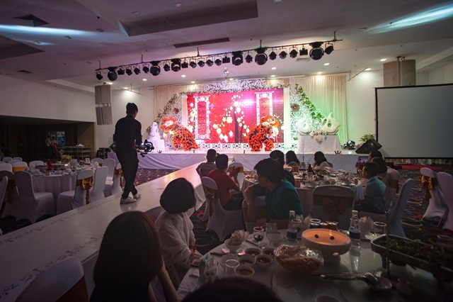 Nghi thức cưới múa lân khiến thực khách không thể rời mắt để cùng chúc phúc cho đôi uyên ương