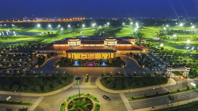 Long Biên Palace nằm trong khuôn viên Sân Golf Long Biên rộng lớn
