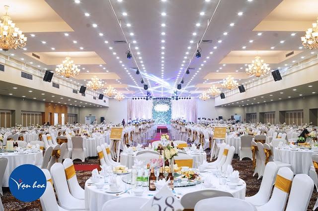 Từ lâu,Vạn Hoalà một trong những địa điểm tổ chức tiệc cưới ở Hà Nội được công nhận,đảm bảo về sự tin cậy trong lĩnh vực tổ chức hội nghị, hội thảo, tiệc cưới và sự kiện.