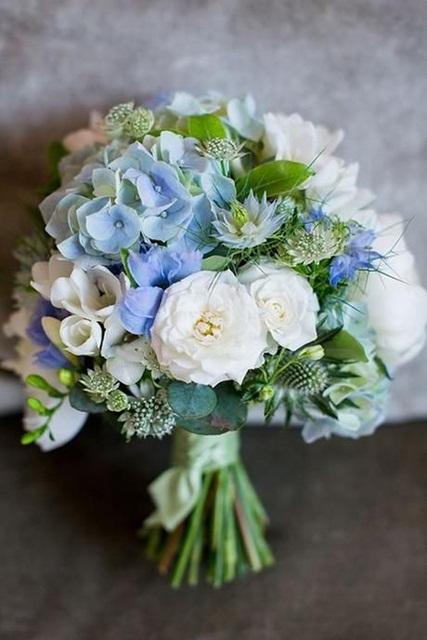 Hình ảnh minh họa cho mẫu hoa cưới mùa hè đẹp.