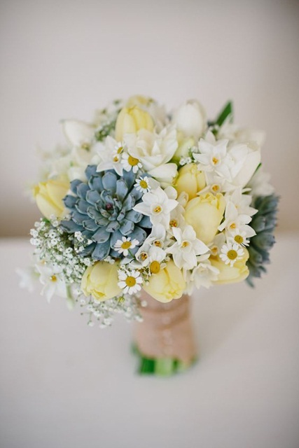 Hình ảnh minh họa mẫu hoa cưới mùa hè đẹp.