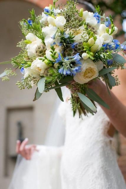Hình ảnh minh họa mẫu hoa cưới mùa hè đẹp cho cô dâu.