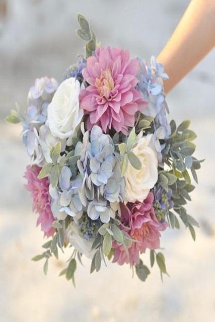 Hình minh họa cho mẫu hoa cưới mùa hè ấn tượng