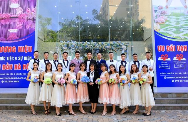 Hình ảnh đội ngũ nhân viên của Vạn Hoa