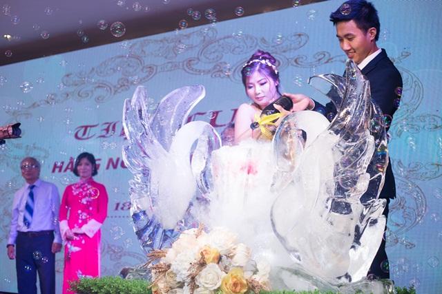 Hình ảnh minh họa cho đôi thiên nga cưới
