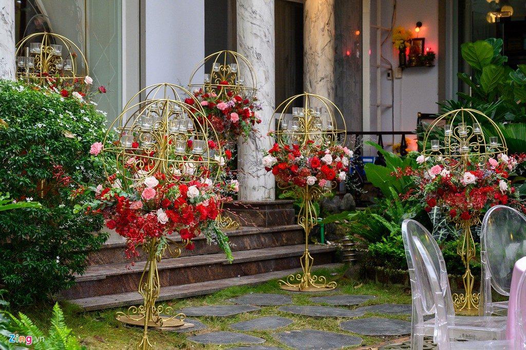 Màu đỏ rạng rỡ được trang trí tại nhà của Ông Cao Thắng