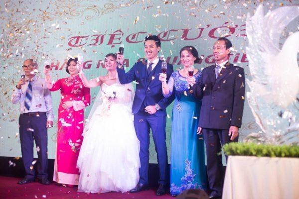 Hình ảnh minh họa pháo kim tuyến tiệc cưới