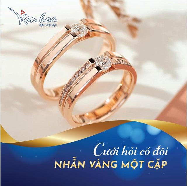 Uu dai nhan doi qua tang khi dat tiec cuoi tai Van Hoa-3